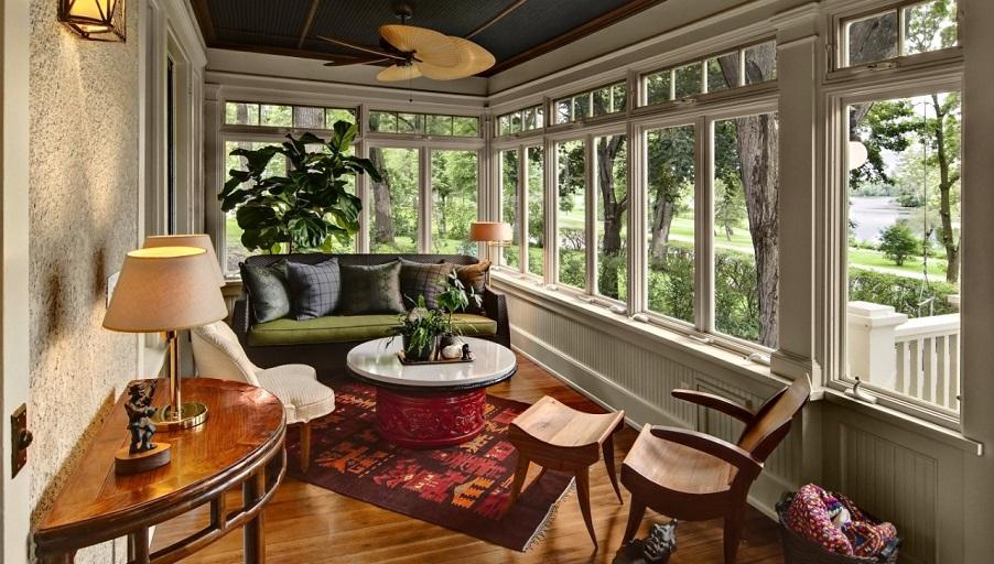 Интерьер веранды в загородном доме