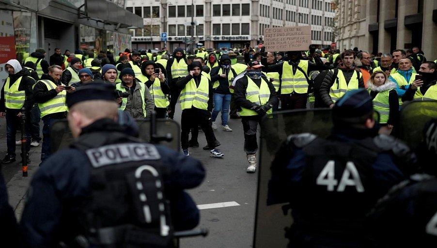 Протестующие во Франции требуют строительства доступного жилья