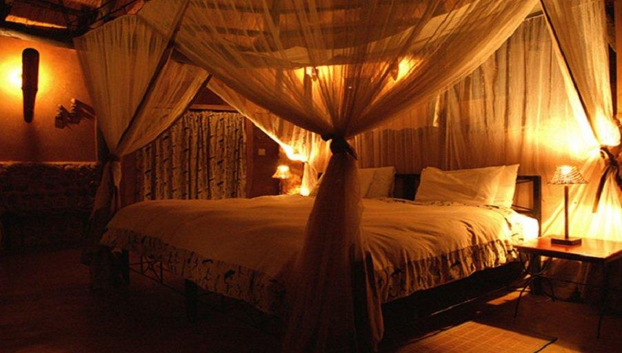 Кровать с балдахином: практично ли это?